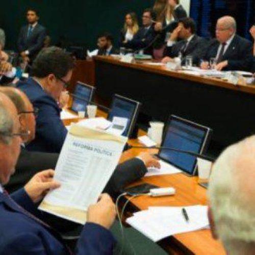 Comissão aprova fim das coligações e cláusula que pode reduzir partidos