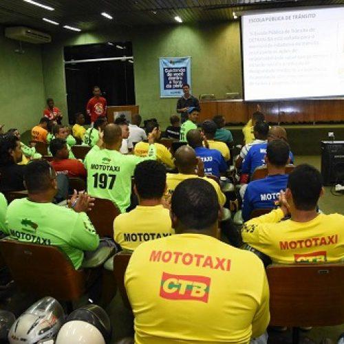 Escola Pública de Trânsito abre 525 novas vagas para capacitação de mototaxistas