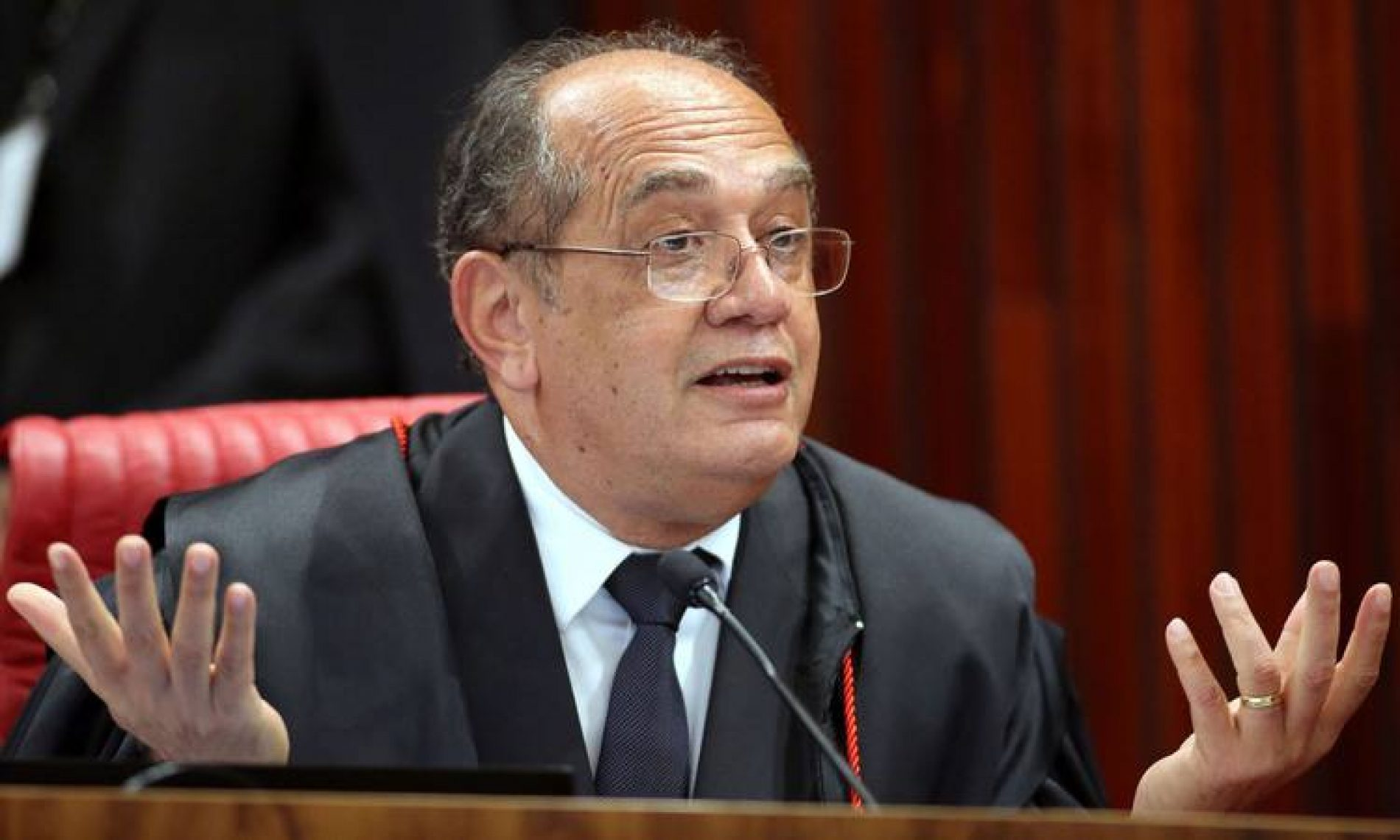 Gilmar Mendes diz que Janot é 'figura lamentável' em sessão do STF