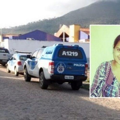 Rui Barbosa: Jovem é achada enterrada em quintal de casa; companheiro dela é suspeito do crime