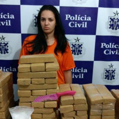 Jovem é encontrada com 83 tabletes de maconha em Feira de Santana