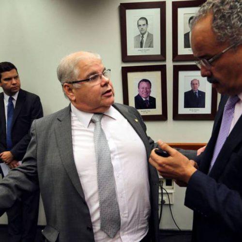Lideranças do PMDB e do Centrão cobram que PSDB entregue ministérios