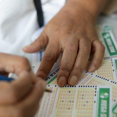 Sem acertadores, Mega-Sena acumula novamente e prêmio vai a R$ 60 mi