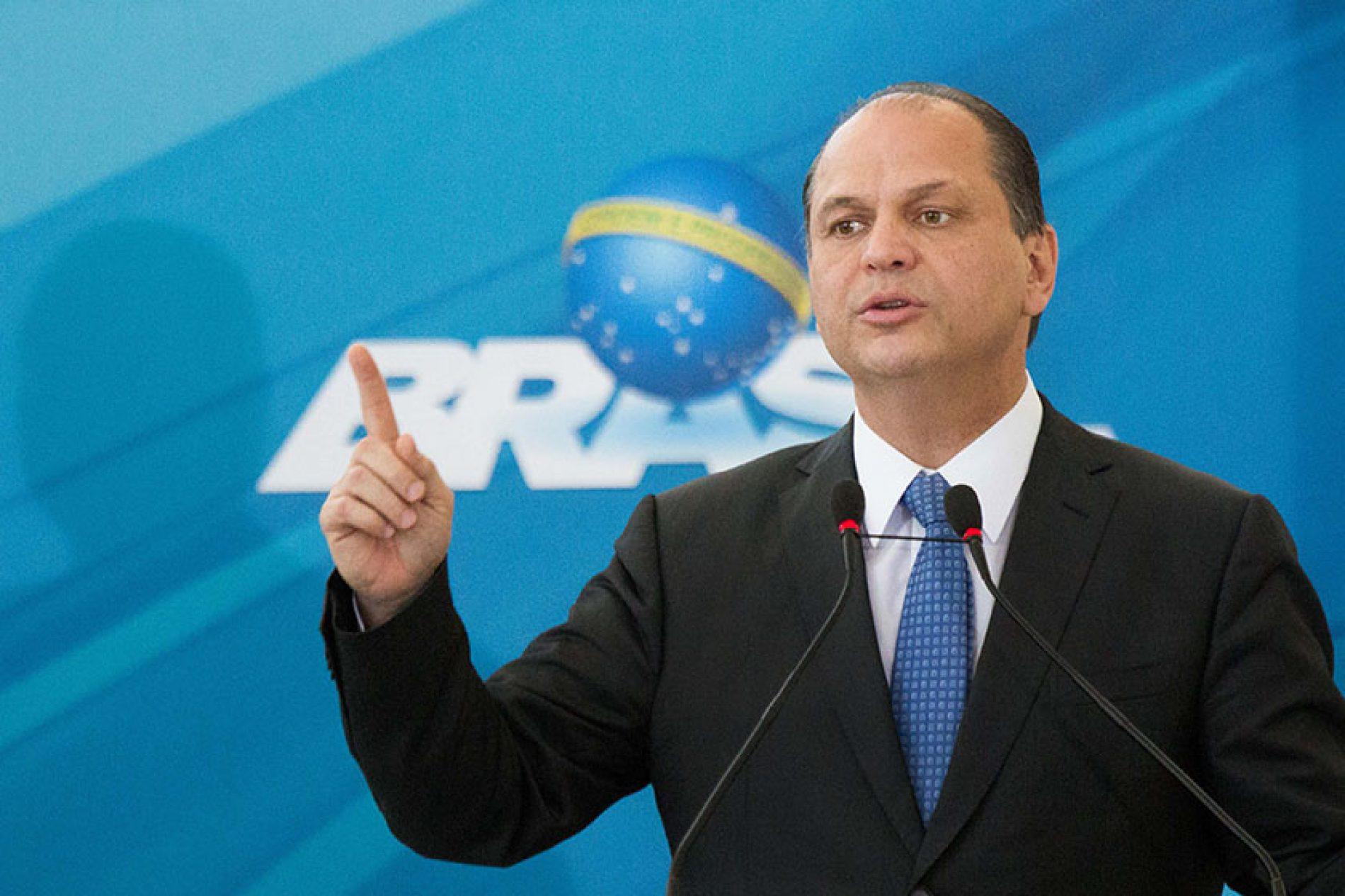 """Ministro diz que SUS oferecerá """"exame pré-nupcial"""" com teste genético"""