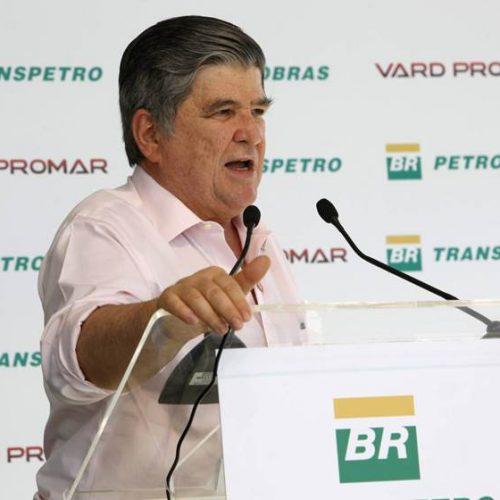 Sérgio Machado, livre, vive sua prisão domiciliar