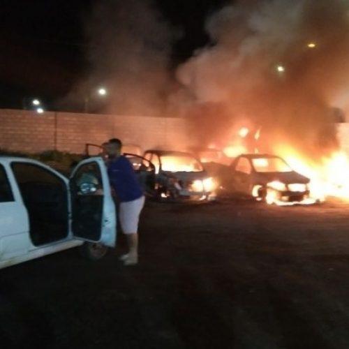 Bandidos ateiam fogo em veículos da prefeitura de Santo Estêvão