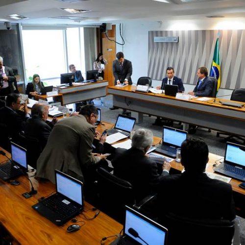 Senadores brigam em sessão da Comissão de Ética do Senado