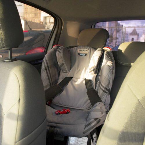 Transalvador alerta motoristas para uso da cadeira infantil em veículos
