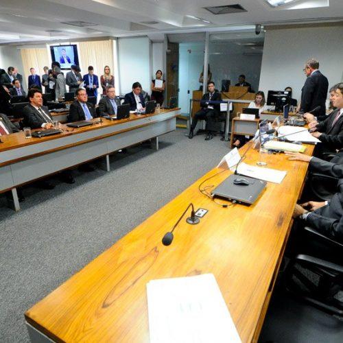 Vai à Câmara projeto que pune violação a direitos e prerrogativas de advogados