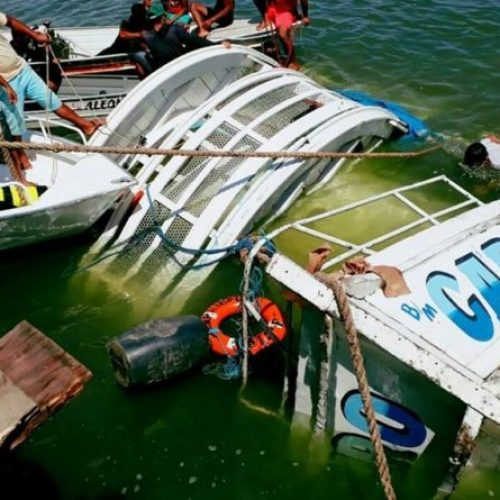 Correção: Número de mortos em naufrágio em Mar Grande já chega a 18