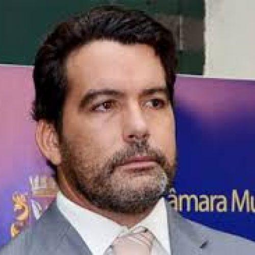 """Vereador critica manifestação e diz que IPTU do Vitória está resolvido: """"Coisa de oposicionista desinformado"""""""