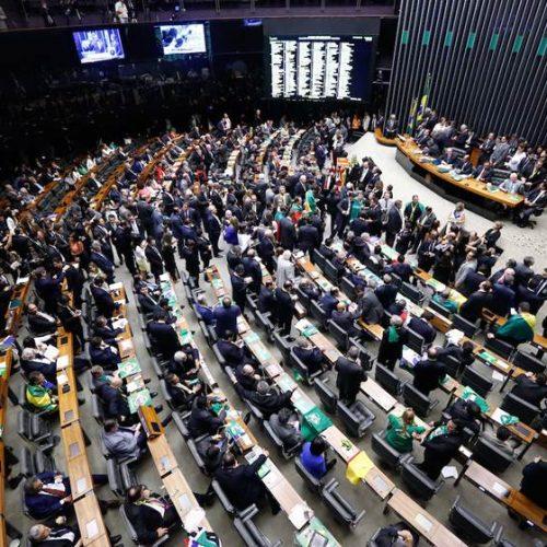 Câmara conclui votação da PEC que acaba com as coligações