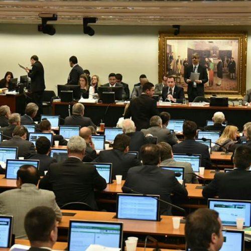 Com maioria governista, aliados preveem vitória de Temer na CCJ