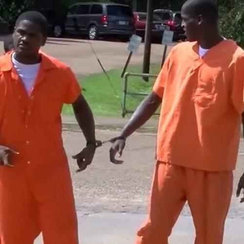 Detentos fogem, assaltam loja e retornam à cadeia por conta própria