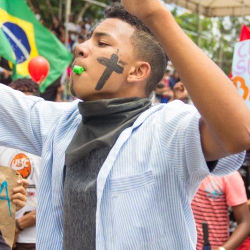 Camaçari: Estudantes sofrem ataque com gás de pimenta
