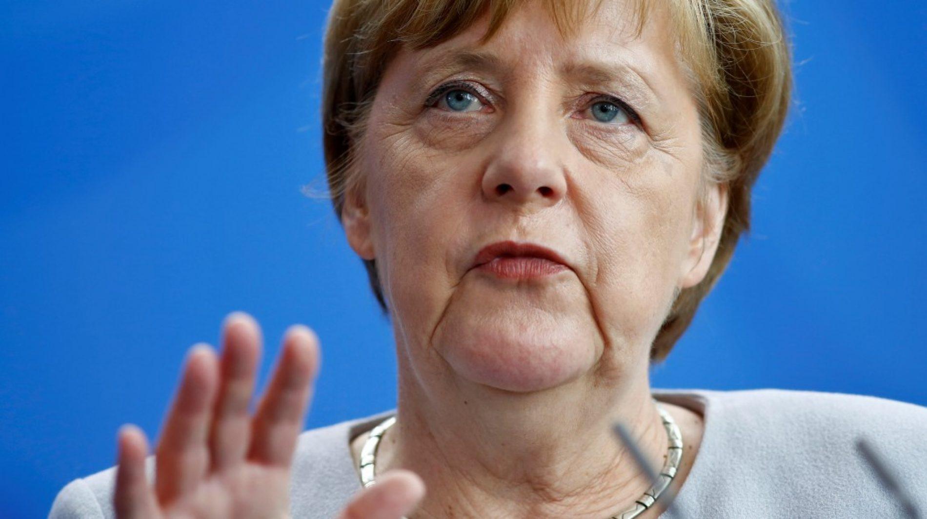 Merkel é alvo de tomates durante ato eleitoral no oeste da Alemanha