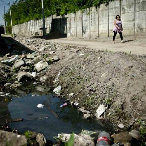 No Brasil, 45% da população ainda não têm acesso a serviço adeq de esgoto
