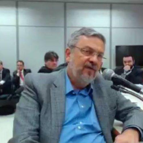Palocci relata repasses de maços de dinheiro a Lula