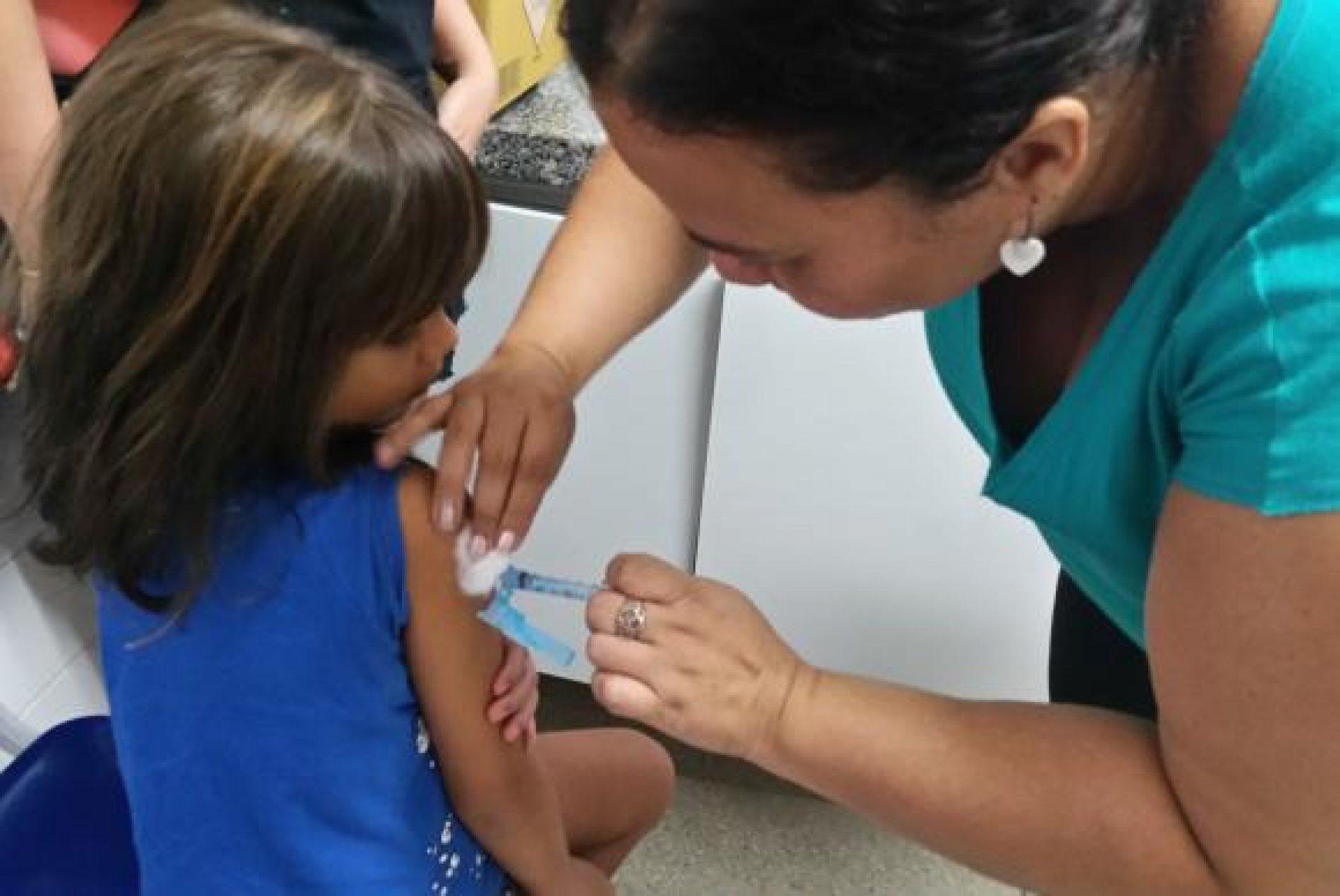 Termina hoje prazo para atualizar carteira de vacina de crianças e adolescentes