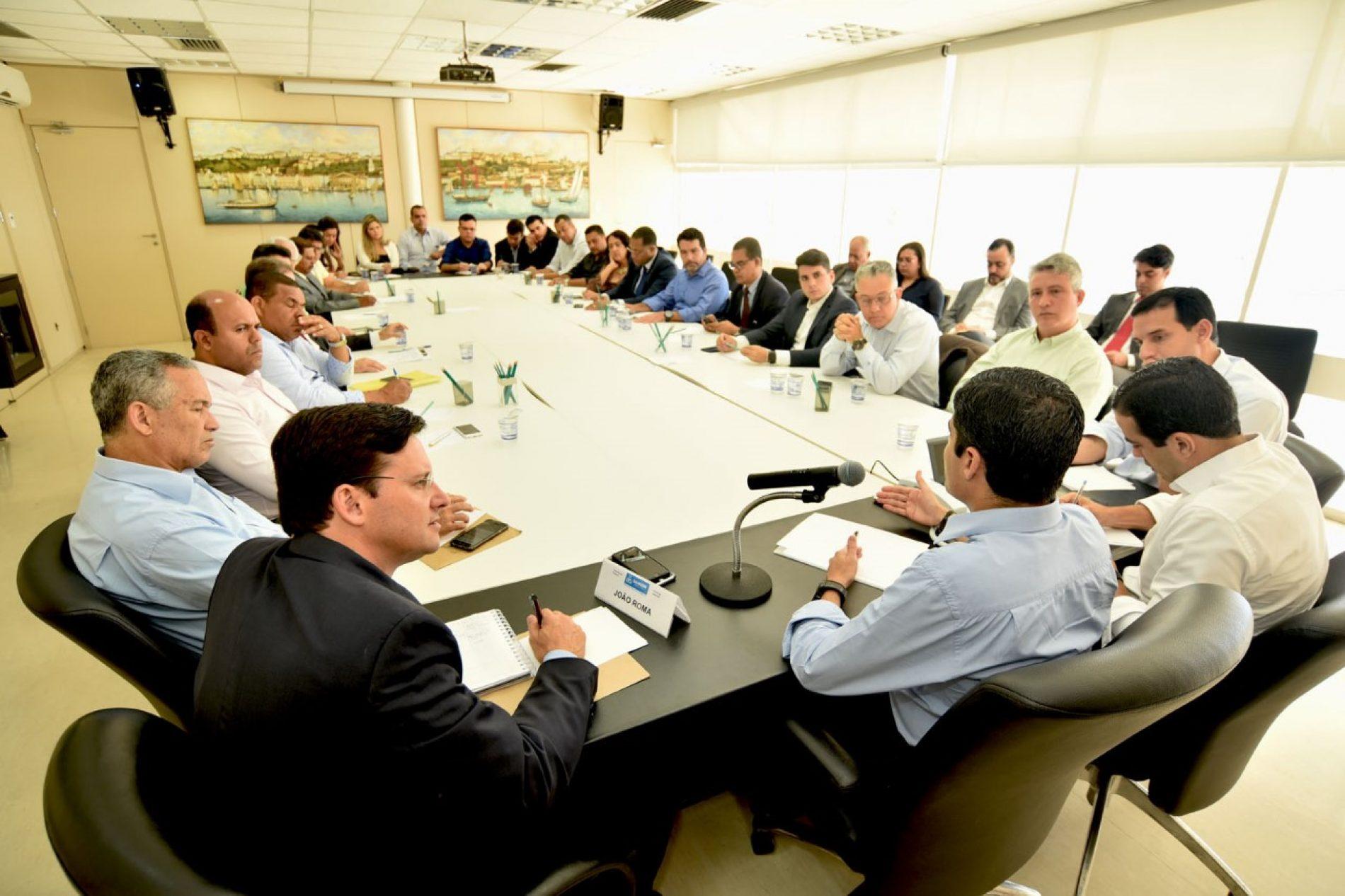 ACM Neto reúne bancada de vereadores no Palácio Thomé de Souza