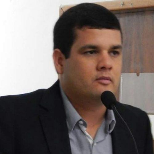 Vereador denuncia caos na educação em Esplanada