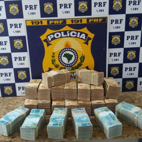 Conquista: Polícia encontra maletas com R$700 mil em espécie; dono do dinheiro foi preso