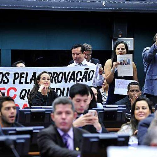 Comissão adia votação de PEC que reduz maioridade penal