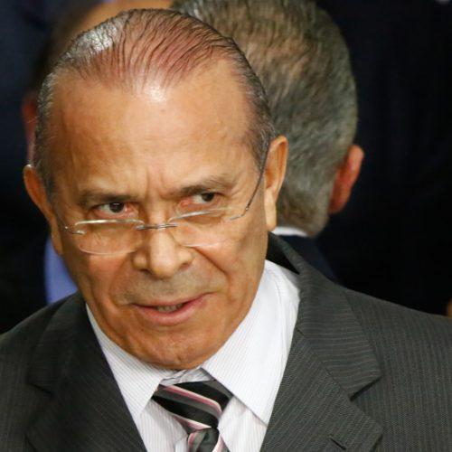 Temer não tem prazo para definir novo líder no Senado, diz Padilha