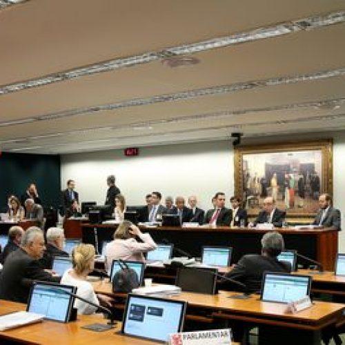 Ao vivo: CCJ discute parecer pela inadmissibilidade de denúncia contra Temer