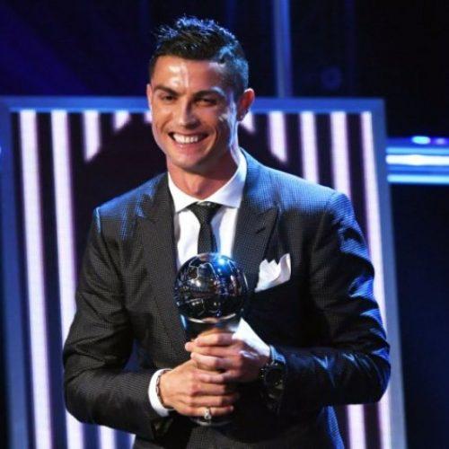 É penta: Cristiano Ronaldo se iguala a Messi com prêmio de melhor jogador do mundo