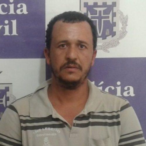 Homem é preso acusado de matar amante da mulher a pauladas após flagrá-los em momentos íntimos