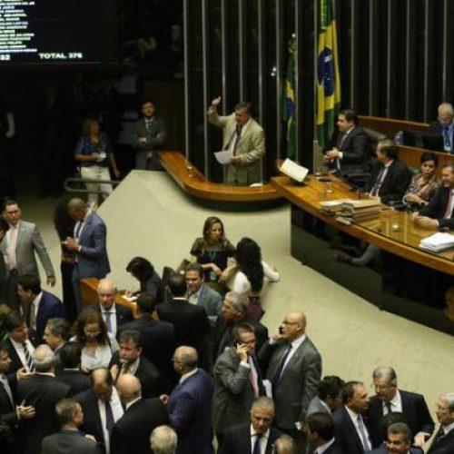 Em 35 dias, Temer recebeu 118 deputados: 106 votaram contra a denúncia; confira lista