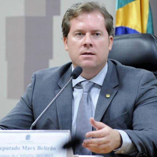 Ministro do Turismo trocará PMDB por PSD para viabilizar candidatura ao senado