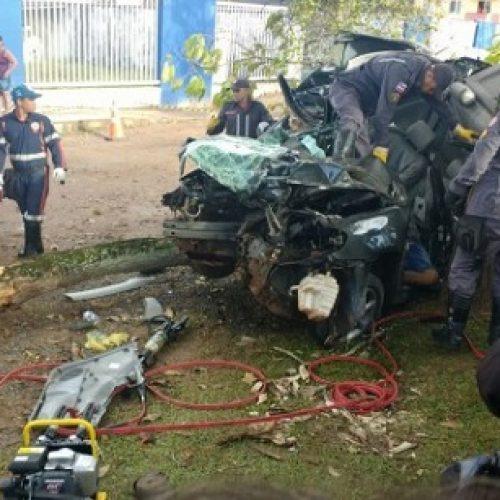 Motorista perde controle de carro na rodovia Ilhéus-Olivença, bate em árvore e morre