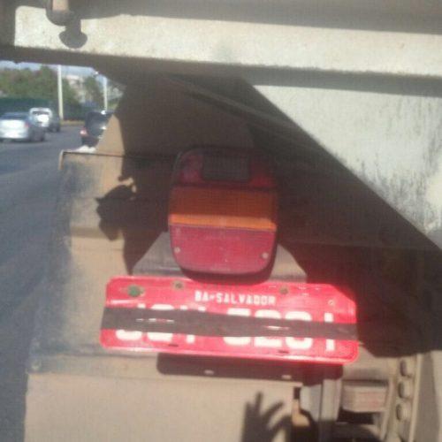 Operação da Transalvador flagra caminhão encobrindo placa