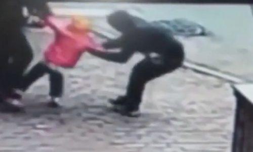 Pai chuta sequestrador no saco para evitar que filha fosse sequestrada; assista