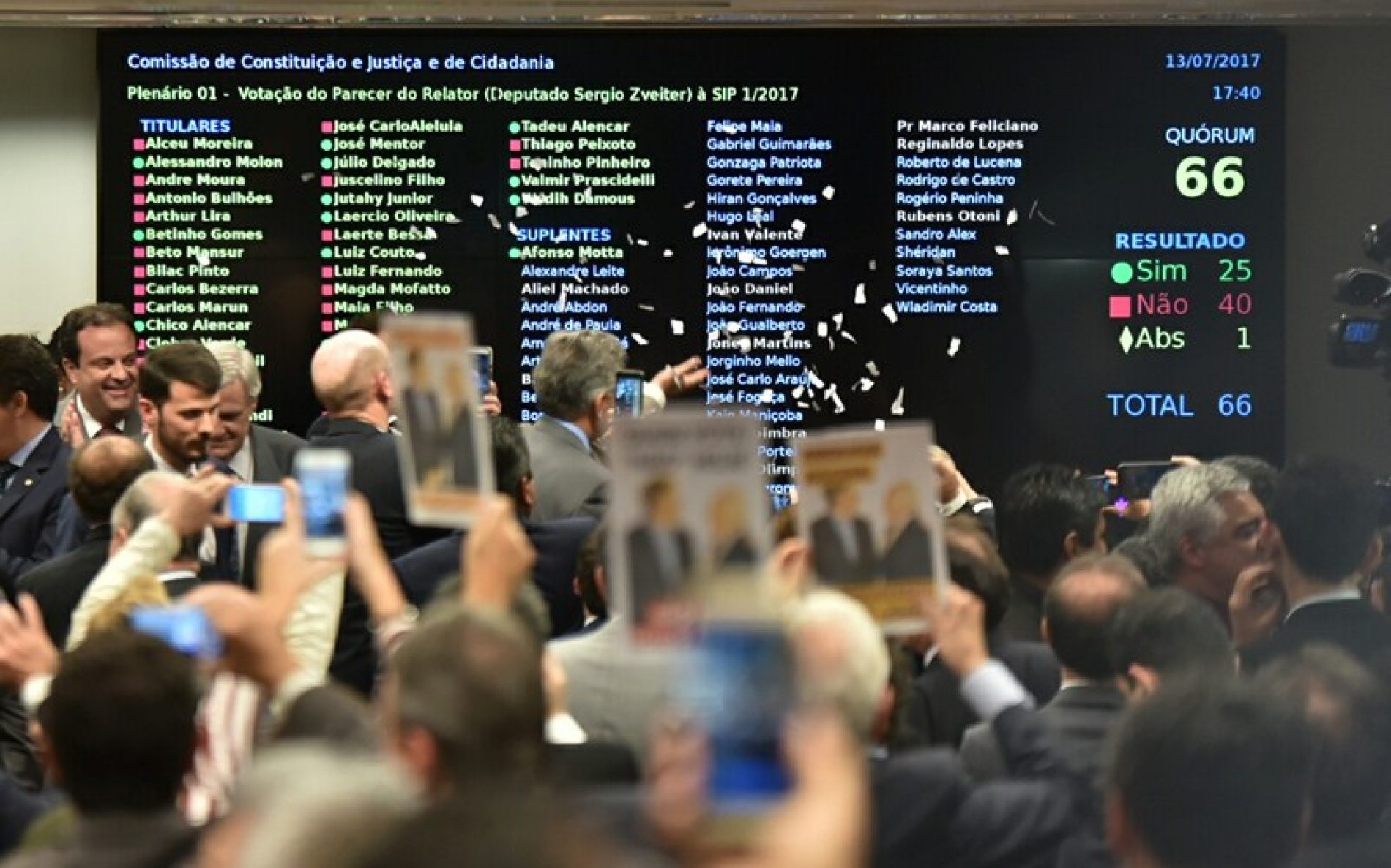 Atrasada, reforma política já deixa 13 itens pelo caminho