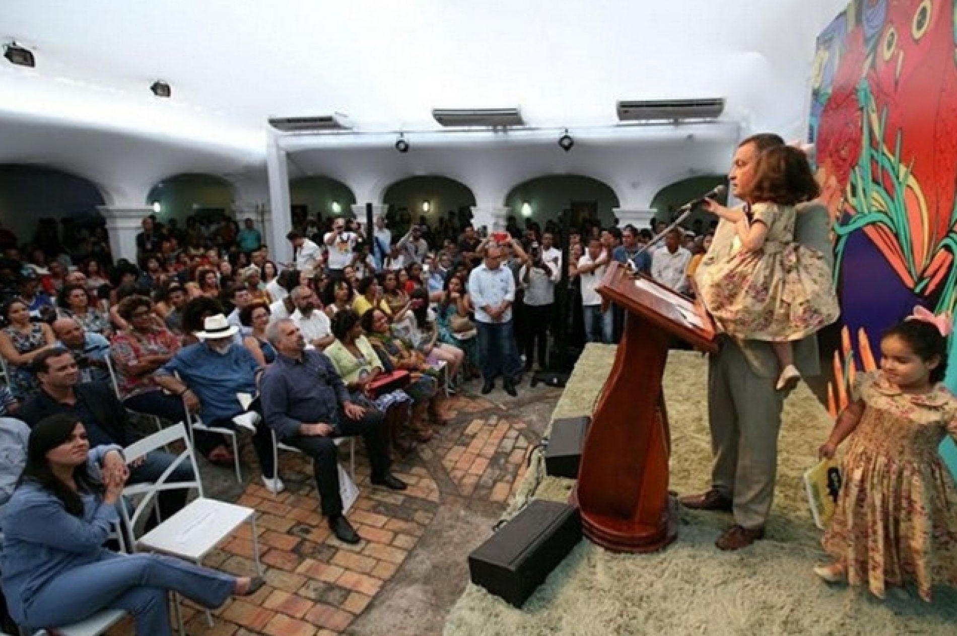 """Na Flica, Rui destaca investimento em cultura """"mesmo com crise"""""""