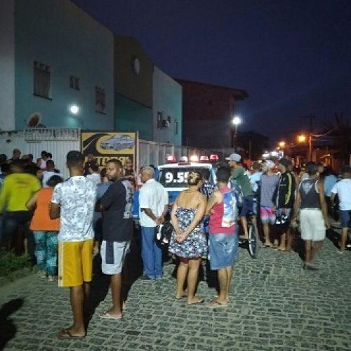 Ipiaú: Jovem de 21 anos é assassinado com vários tiros em lava jato no centro da cidade