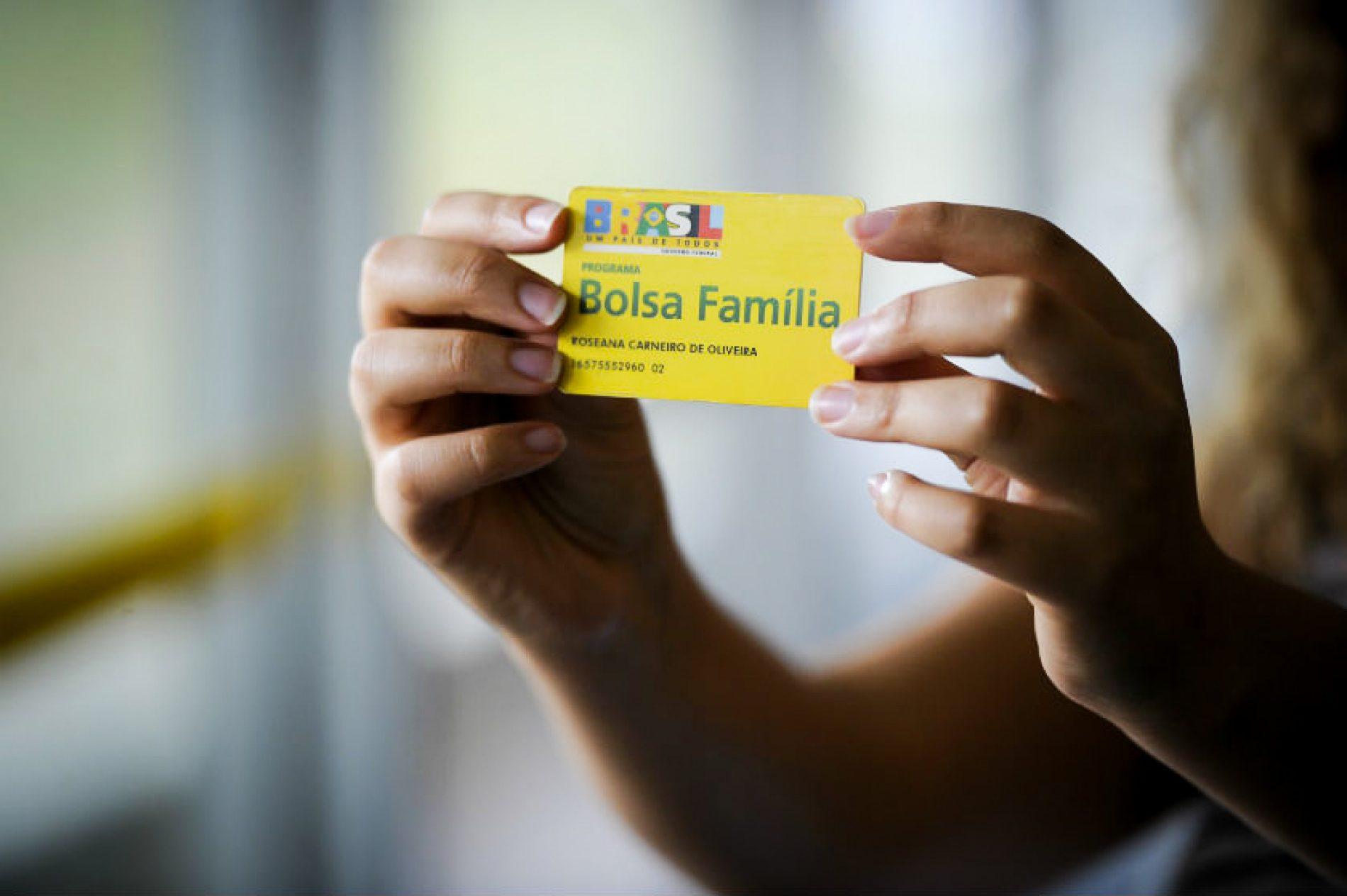 Após dois anos sem reajuste, Bolsa Família terá aumento em 2018