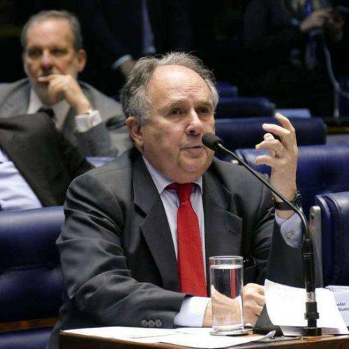 Cristovam Buarque vai se licenciar para rodar o Brasil e o PT ganha um senador