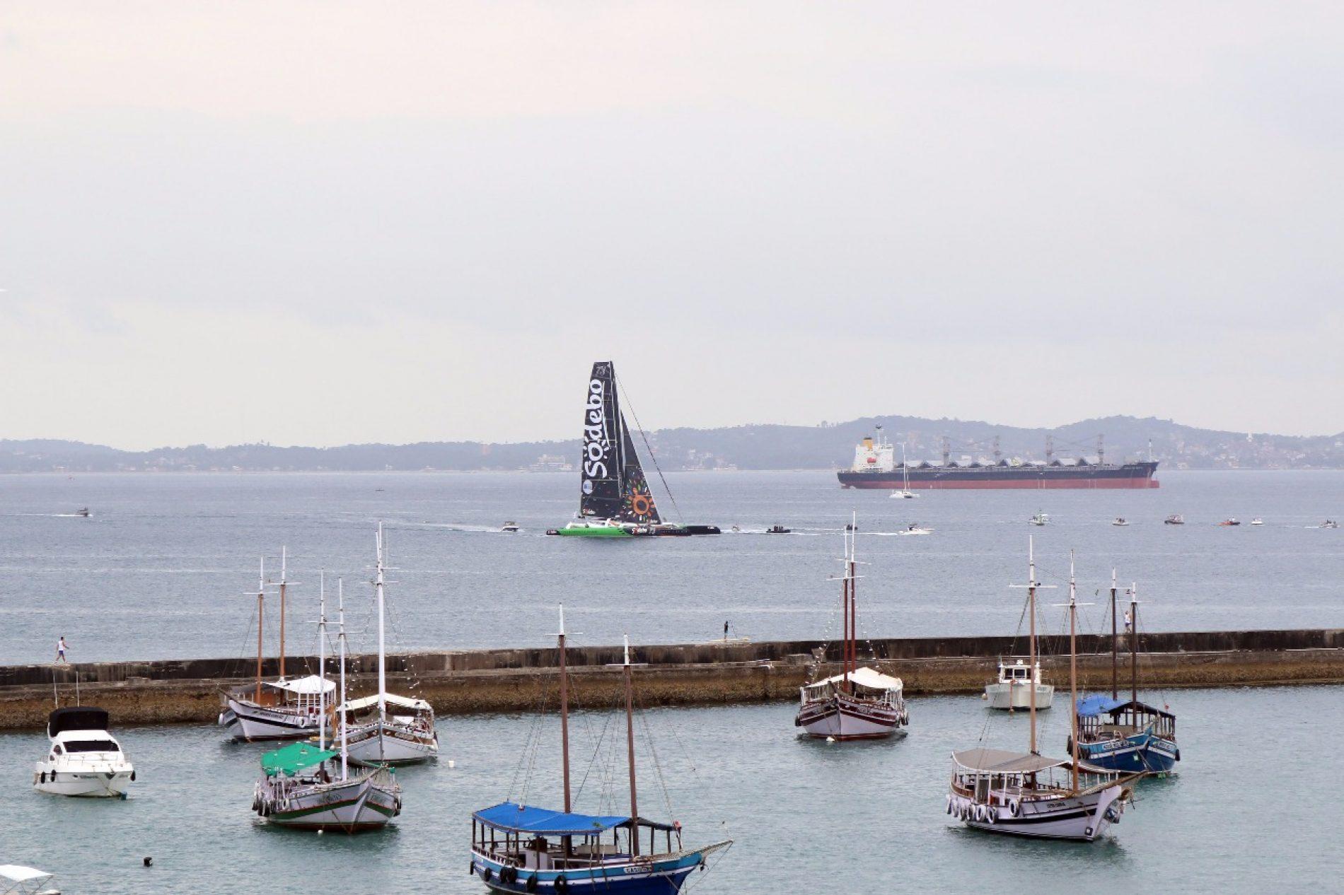 Dupla francesa é a primeira de regata transatlântica a chegar a Salvador
