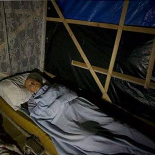 Ex-senador Eduardo Suplicy dorme em barraco para apoiar movimento dos sem teto