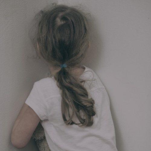 Garota de 10 anos grava abuso para provar que estava sendo estuprada