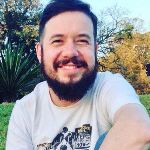 Manobrista bate carro em Uber e passageiro morre no acidente