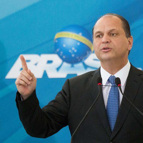 Ministro da Saúde é internado e submetido a cateterismo em São Paulo