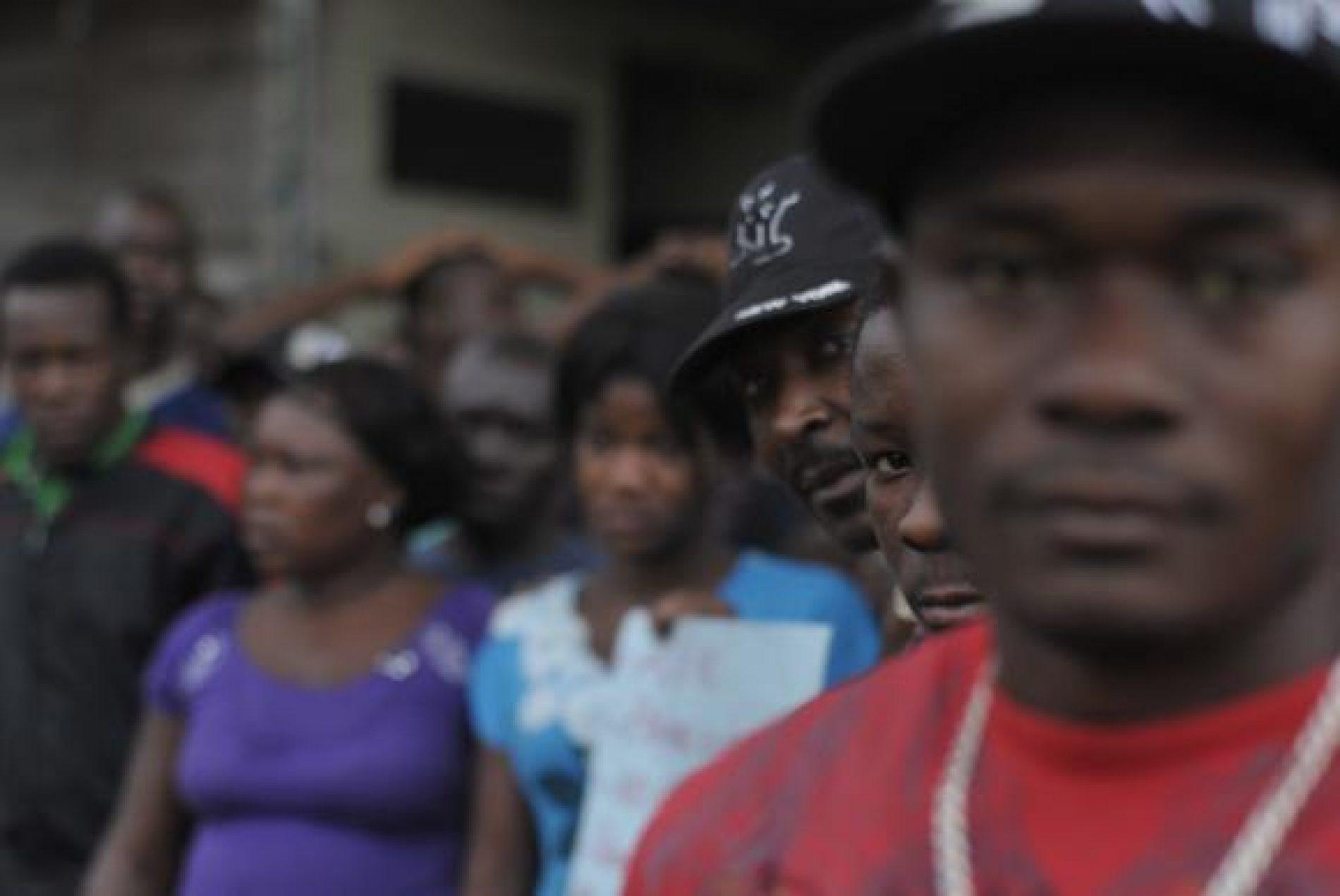 Negros enfrentam mais dificuldades que brancos no mercado de trabalho, diz MPT
