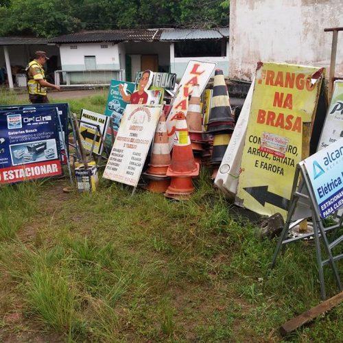 Camaçari: Operação retira objetos que obstruíam vias da cidade