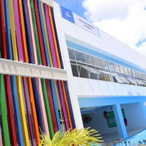 ACM Neto entrega escola reconstruída no Arenoso nesta quarta