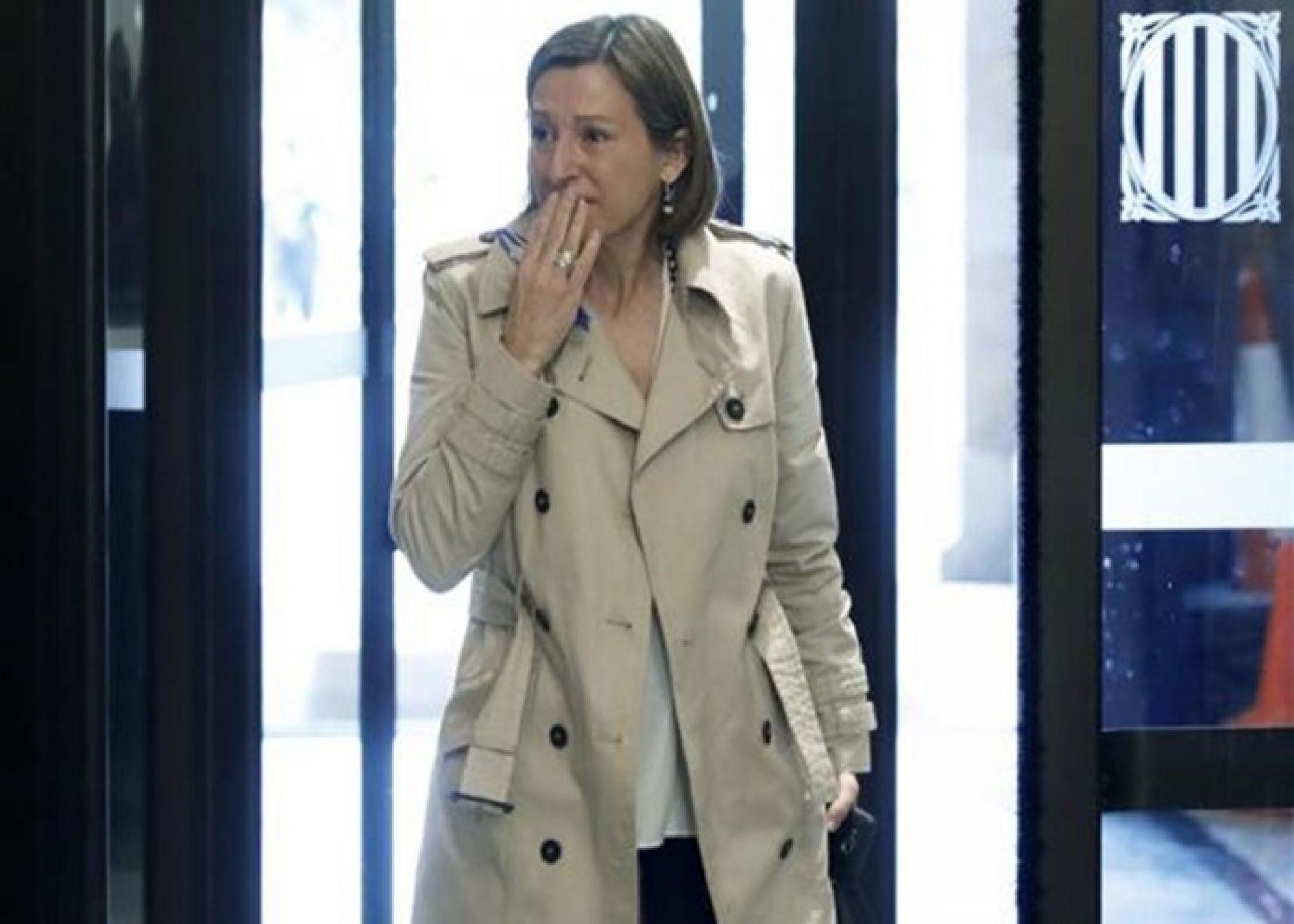 Presidente do Parlamento catalão paga fiança e é libertada da prisão
